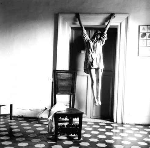 francesca-woodman-self-portrait-e1338914244354